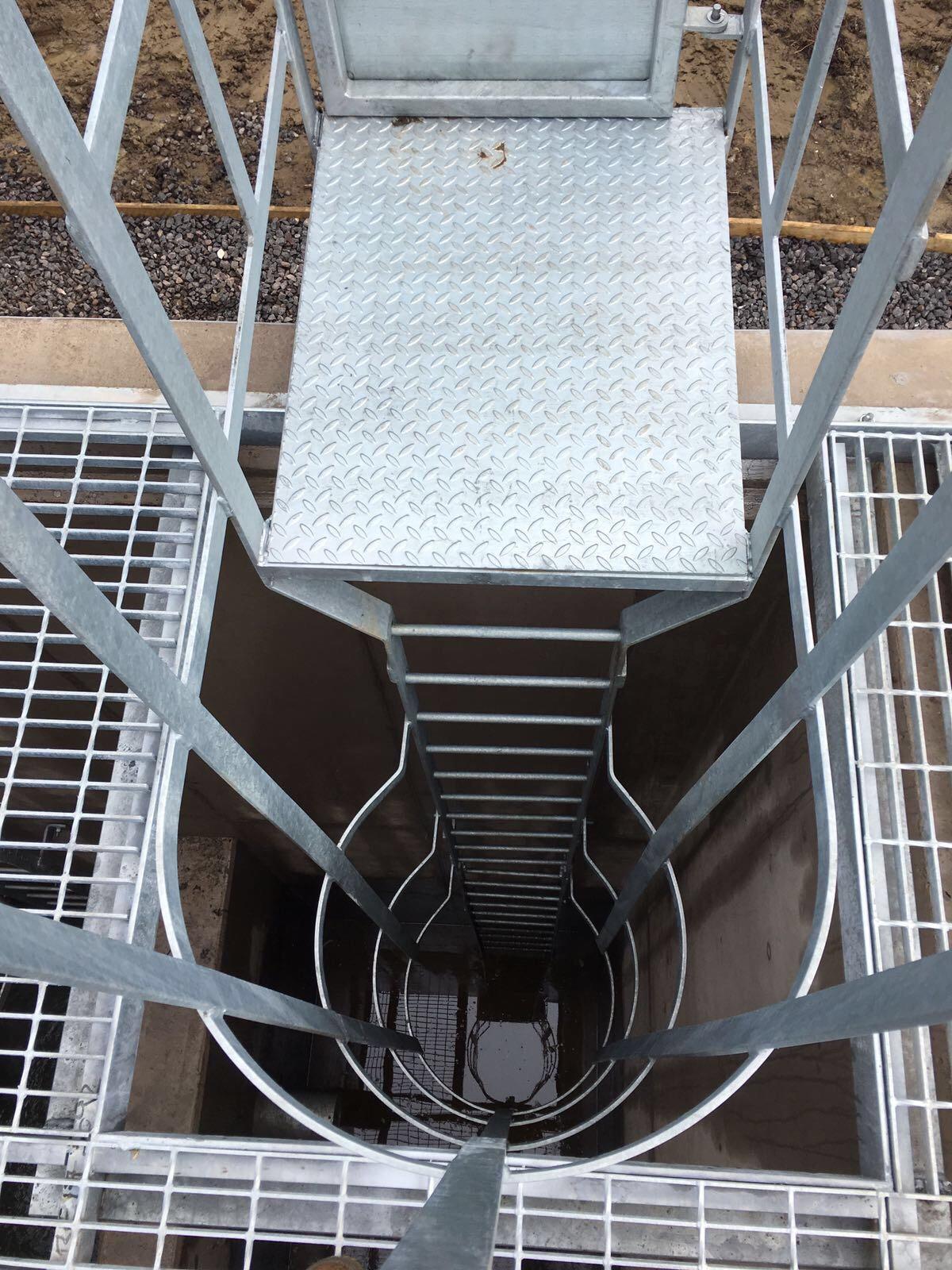 Enclosed Metal Fire Escape Ladder External Metal Fire Escape